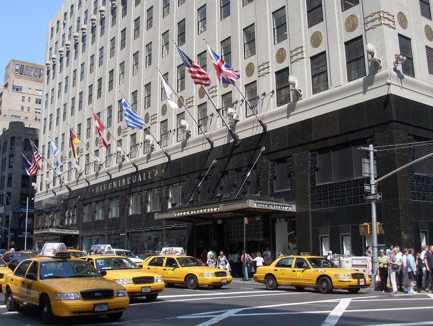 1200px-NYC_Bloomingdales